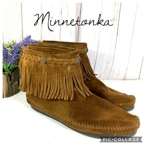Minnetonka brown fringe suede ankle boot 8.5